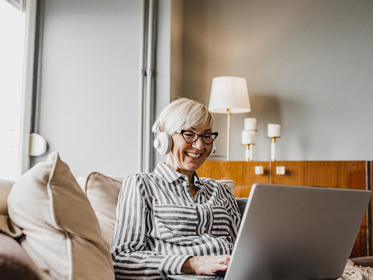 Contact center agent working from home office